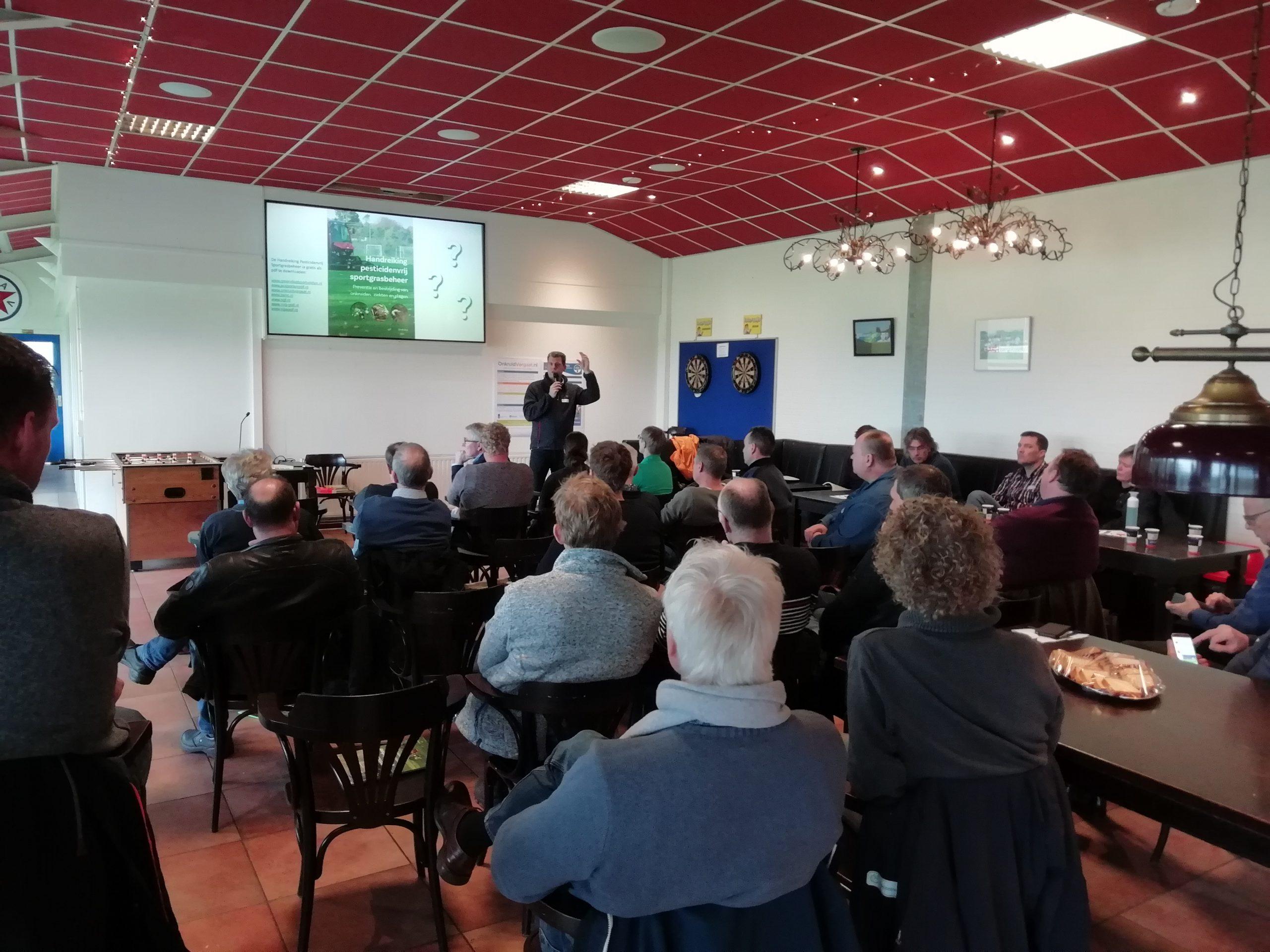 Presentatie van Maurice Evers tijdens de bijeenkomst bij GVAV, Groningen
