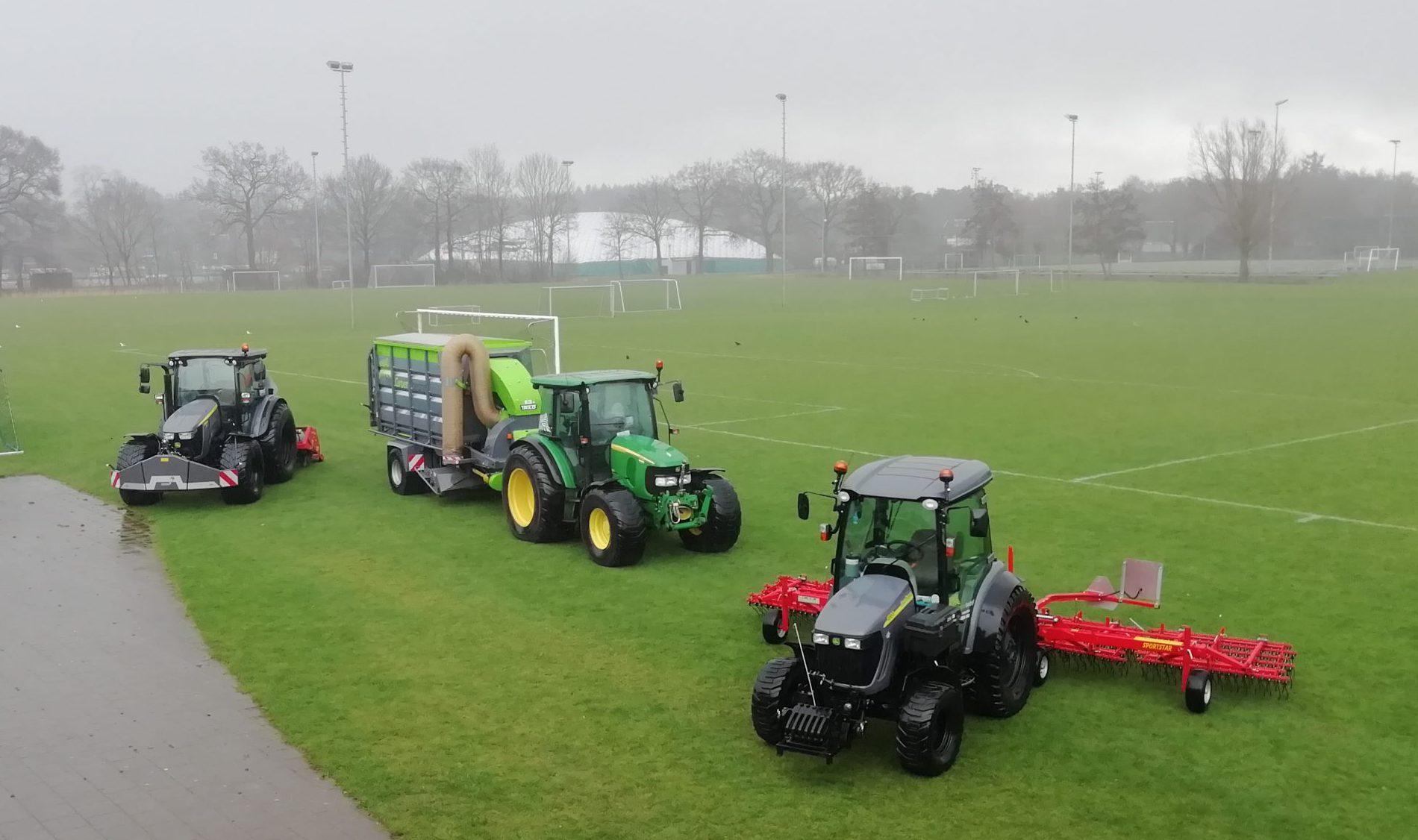 Het wagenpark van de beheerders van Koninklijke DC & FC Utile Dulci (Overijssel).